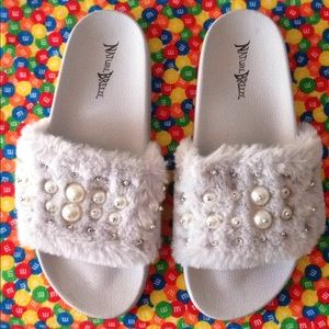 Women's sandals SZ9 used gray white silver Pearls